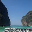 タイ ピピ島  楽園と言われた島 現在は閉鎖中? 観光客でいっぱいでしたので環境破壊から楽園の島を守るためにも仕方ないですね。