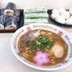 和歌山ラーメン 正善 和歌山ラーメンは、テーブルにあるサバ早すしやゆで卵を食べながら待ちます