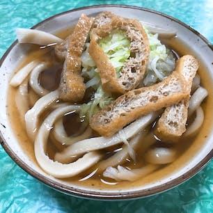 山梨 桜井うどん 吉田うどんは、かなりのコシがらあり食べ応えバツグンです でもさっぱりしてて美味しい