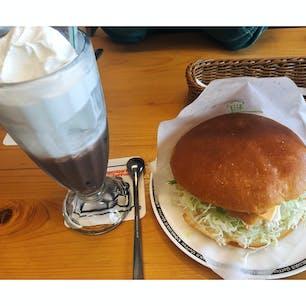 コメダ珈琲店 箕面小野原店 フィッシュフライバーガー満足できて 大好きです。