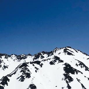 2021.5.15 室堂から見た立山山頂 室堂はまだ雪景色です。 でも、防寒具いらないくらいでした。