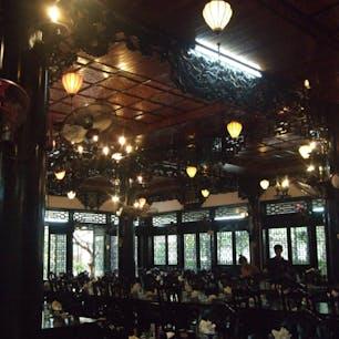 ホイアン レストラン 灯火がいかにもベトナム風