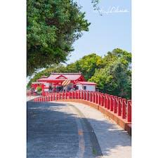 釜蓋神社  鹿児島県薩摩半島の海沿いにある神社。 海を挟んで開聞岳も見えます。 頭の上に桶を乗せて歩き、最後まで行けたら願い事が叶うそうです。 みんな一生懸命頑張ってました。
