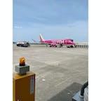 県営名古屋空港(小牧空港)  フジドリームエアラインズのローズピンクに乗ってきました(^^) 後ろにはゴールド!