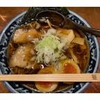 高山市にある、麺屋 しらかわの 高山ラーメン。行っても行列で なかなか食べられません。 やっと食べる事が出来ました。 煮玉子のせで、とっても美味しかったです。