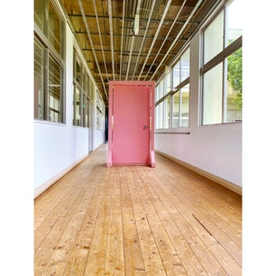 福岡県田川市 いいかねPalette  廃校を利用した施設。 このドアを開けると、どこに行けるかな?(^^)
