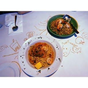 seafood joe's ランチョンマットに絵を描けるというサイコーに遊び心のあるお店サイコーかよ、、ちなみに味もボリュームもサイコーでした