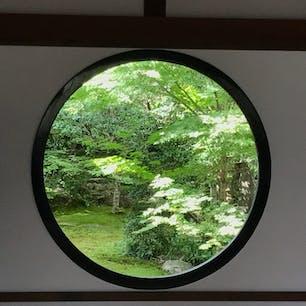 京都 源光庵 そうだ京都、行こう! 悟りの窓 四角いのは迷いの窓です
