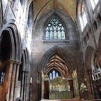 チェスター大聖堂の中です 翌日はヨークに行く予定だったのに大型のストームが来たせいで行けなくなり悔しい 次はいつ行けるやら