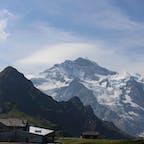 スイスの名山、ユングフラウが目の前であなたに覆い被さるように迫って来ます。登山せずとも圧倒的迫力が謳歌出来るのが、Wengenの魅力!