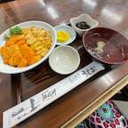 今が旬!赤白ウニ丼!美味!!!  ウニ漁解禁の6〜8月に味わえる生✨ 積丹産エゾバフンウニ(赤)とムラサキウニ(白) 食堂うしおにて