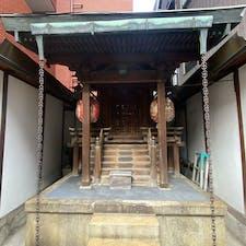 祇園祭り 八坂神社の大政所御旅所(おおまんどころ-おたびしょ)の地には、かつて祇園祭の御旅所が置かれていた。牛頭天王が祀られ、神輿の渡御も行われていた。  #サント船長の写真 #祇園祭り #京都