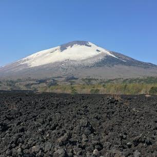 焼走り溶岩からの岩手山
