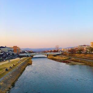 京都の三条大橋から見た鴨川です