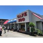 ハワイ島ヒロにあるcafe100はロコモコの発祥と言われています🍳✨  ローカル感ただよう店内、とても落ち着いています🌺
