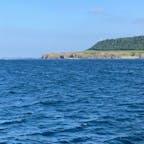 知床岬 知床半島の一番端に位置していて船でしか見ることが出来ないのだそう。 今まで地図でしか見たことなかったから 見れてよかった〜☺️