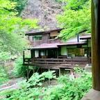 岩屋館🌳🍃 自然溢れる旅館🧺 お部屋もベッドの部屋とテーブルの部屋が別れていて、広かったです❗✨ また行きたいお宿💕