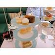 パリから日帰りロンドン🇬🇧  フォートナム&メイソンでアフタヌーンティー♡ 可愛らしい食器にはサンドイッチやスコーン、ケーキなどあり、どれも美味しかったです♪ #イギリス #ロンドン #アフタヌーンティー #フォートナム&メイソン