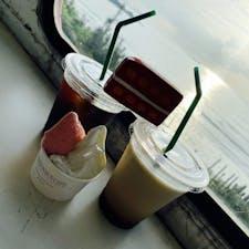 あまおうジェラート&ミルク ミルクはなんとも言えんくらい 濃厚で、あまおうは甘酸っぱくて 別で食べるのも美味しかったけど 一緒に食べると美味しさ倍増🎶  #福岡 #糸島市 #LONDON BUS CAFE ジェラート