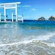 桜井二見ヶ浦の夫婦岩 夫婦岩と白色の鳥居、海どの色もとても鮮やかで綺麗でした。