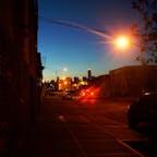 New York / Brooklyn Greenpoint 夕暮れ時のブルックリンから見える、マンハッタンのエンパイアステートビルディング。 #newyork #brooklyn