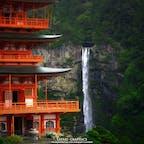 和歌山県・那智勝浦にある熊野那智大社から見た那智の滝。日本三名瀑の1つで、1段の滝としての落差は日本一!世界遺産の熊野古道など歴史と自然信仰が息づく神秘的なエリアです!ちなみに、三大名瀑残りの2つは、栃木県・華厳の滝と茨城県・袋田の滝です!#和歌山県 #那智勝浦 #那智の滝 #熊野那智大社