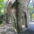 水路閣  琵琶湖疏水の分線(蹴上以北)にある水路橋で1888年(明治21)完成。南禅寺境内を通過するため、周辺の景観に配慮して田辺朔郎が設計、デザインした。全長93.2メートル(幅4メートル、高9メートル)レンガ、花崗岩造り、アーチ型橋脚の風格ある構造物で、静かな東山の風景にとけこんでいる。市指定史跡。  #サント船長の写真