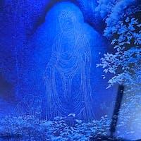 笠置寺・弥勒磨崖仏(みろくまがいぶつ) 磨崖仏に特殊光を当てると、像が現れました。本堂にコレが祀られて居ます。  #サント船長の写真 #石像