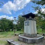 京都丸山公園のラジオ塔  大阪の天王寺公園を皮切りに、多いときで全国に460基が建てられていたとか。 現在は関西を中心に受信機が取り外された塔が20基ほど残るのみで、京都府の8基が最多だそうです。  #サント船長の写真