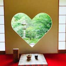 正寿院 猪目窓🧡  よく晴れた日ならハートに形どられた陽が差し込む奇跡に出逢える事も‥