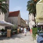 トロギルの旧市街 左にあるのは大聖堂