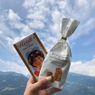 """ハイジドルフ(スイス)2018.7.10 """"このキャラメルはここでしか買えない"""" んだって。日本人ツアーの添乗員さんの話を盗み聞き(笑) サクッとしてて不思議食感。 美味しかった!"""
