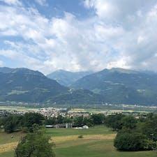 ハイジドルフ(スイス)2018.7.10 ハイジドルフからマイエンフェルト駅側の景色。 標高は700m満たないらしいけど、それでも素晴らしいです。 #nofilter