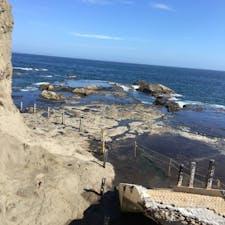 江ノ島の裏側 波が荒くて下に降りれなかった ので、江ノ島 岩屋から眺めてた