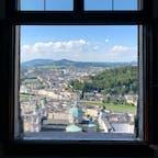 ホーエンザルツブルク城(オーストリア)2018.7.13 ケーブルカーに乗ってホーエンザルツブルク城まで行ってきました。なかなかのスピードでスリルありますよ。 #nofilter