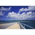 宮古島と伊良部島を繋ぐ 全長3,540mにも及ぶ『伊良部大橋』。 ここをドライブするだけでも 宮古諸島に惚れ込むこと間違いなしですよ😇
