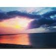諦めかけた夕陽を見れたときは言葉を失った。 宮古島から橋を渡って伊良部島へ。 いらした際には『佐和田の浜』にお立ち寄りください。 それにしても見事に半分こ😁同じ海ですよー