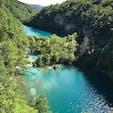 Plitvice Lakes National Park in Croatia. クロアチア プリトヴィッツエ湖群国立公園. ちょうど一年前。一日中湖群の周りをハイキング。マイナスイオンがすごいのか感じたことのない爽快感‼️ザグレブへの帰り道、明日もまた来ようかと本気で考えたぐらい感動的でした。ザグレブから日帰り出来ます。まだ行っていない方はぜひぜひこの景色を見てきて下さい‼️ #クロアチア #プリトヴィッツエ