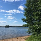 トゥルクの湖。 水が思った以上に暖かい! 休日はたくさんの家族が泳いでいました。