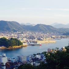 尾道 千光寺公園 ポンポン岩から 穏やかな時間が流れる しまなみ海道の橋達が 夕暮れの後半からぼんやり浮かんでくる