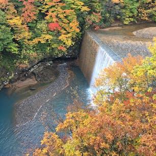 岩手の八幡平にある松川温泉近くの紅葉です🍁
