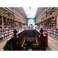 イギリス🇬🇧ロンドン 【Daunt Books】 店内には日本のコーナーもあります。
