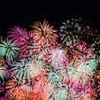 大阪の淀川花火大会🎆 絶対座れないと思ってミニ三脚持って行かなかったら、案外あっさり座れてちょっと悔しい。。 膝の上に固定して撮ったのでブレブレだけど、花火は夏らしくていいですね〜✨ #花火 #淀川花火大会 #大阪