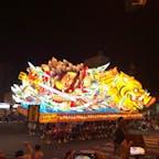 青森ねぶた祭 この大きな神輿を運ぶ青森の男達のたくましさも圧巻。 地元の人によると毎年新しいのを作っているので毎年違うらしい。