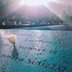 🇺🇸U.S.A./NYC/9.11記念館  あの日はまだ小学生でしたが、TVで見た映像は覚えていて。さらに自分が会社員になった今、働いているビルに飛行機が突っ込んでくる様子を想像するだけで涙が止まりませんでした。 記念館には入場料がかかりますが、行く価値あります。