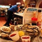 🇺🇸U.S.A./NYC/oyster bar  ローカル感溢れるオイスターバー。 生牡蠣を海外で食べることに不安がありましたが、特にその後も問題なし!  クラムチャウダーもセットでぜひ🐚