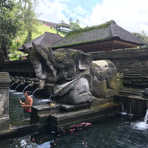 ティルタ・エンプル寺院