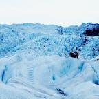 氷河ハイキング🏃♀️アイゼン、アイスピッケル、シューズ等は全てレンタルできるし、安全な歩き方も教えて貰えるので楽々中級レベルまでは登れます♪  アイスランド Skaftafell