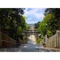 【福岡県】 宮地嶽神社  山の上の神社から海へ一直線に続く参道。その先に夕日が沈むシチュエーションが、「光の道」として脚光を浴びています! 年に2回しかその光景を見ることができないと言われています!!