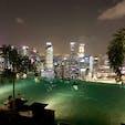 シンガポール マリーナベイ・サンズ 夜のプール